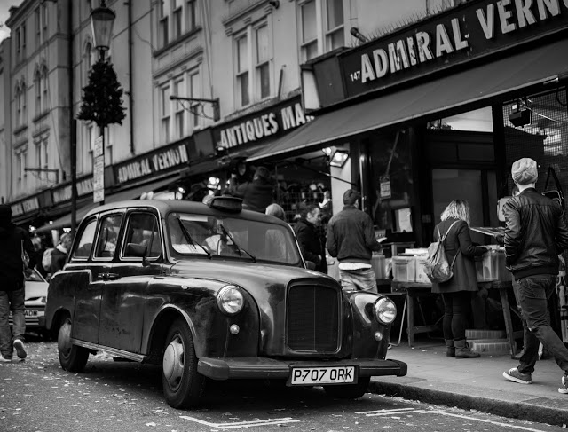 Blog, pictures of very old TAXI cab on Portobello Road.