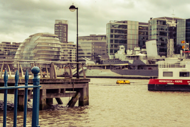 Blog, pictures of evening view on the river Thames. London.